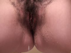 Haarige Frau beim pissen beobachtet