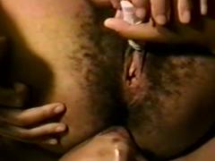 Schwarze haarige Muschi lecken