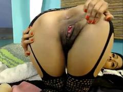 Haariges Mädchen vor der Webcam