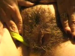 Haarige Milf beim Sex am Strand