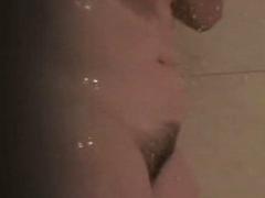 Haarige Pussy beim duschen