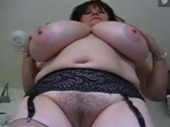 Haarige Milf zeigt ihre haarige Ritze