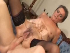 Haarige Oma anal ficken