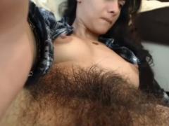 Teen Girl zeigt ihren Muschipelz im Fetisch Porno